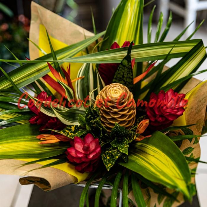 Composition de fleurs exotique